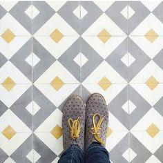 Ideas bathroom floor tile patterns kitchens for 2019 Kitchen Floor Tile Patterns, Patterned Kitchen Tiles, Bathroom Floor Tiles, Tile Floor, Kitchen Splashback Tiles, Kitchen Flooring, Unique Tile, Ceramic Mosaic Tile, Best Flooring