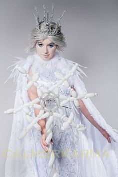 Winter Wonderland themed stylish balloon modelling act to wow your guests. Winter Wonderland Hyde Park, Winter Wonderland Cake, Wonderland Events, Ice Queen, Snow Queen, Carpe Diem, Chris And Queen, Winter Wonderland Centerpieces, Princess Balloons