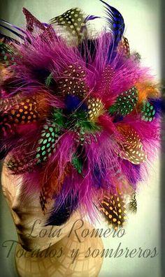 precioso y sugerente tocado de plumas de gallina de guinea marab y oca fibra