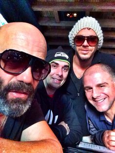 @leearenberg: #HappyOncerDay from the #FootballPosse LADog, Mikey 3Names, Lenny the Legend and Buca di Beppo. #OUAT