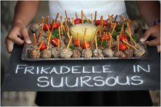 Riaan en Lizelle se plaas troue   Mooi Troues South African Braai, Braai Recipes, South African Weddings, African Theme, South African Recipes, Table Decorations, Wedding Decorations, Wedding Ideas, Party Entertainment