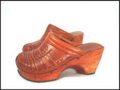 vintage Leather clogs from the 70's - woven caramel brown leather with wood