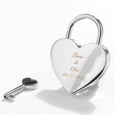 Lemmenlukko on ainutlaatuisen romanttinen rakkaudentunnustus, joka julistaa murtovarmaa rakkautta. Se lukitaan perinteisesti kiinni sillan kaiteeseen ja rohkeimmat rakastajat heittävät vielä avaimen virran vietäväksi. Suurikokoisella sydänlukolla uniikilla kaiverruksella on erityisen symbolinen sanoma, se hitsaa sydämenne ikuisiksi ajoiksi yhteen. Romanttinen lahjaidea ystävänpäiväksi tyttö- tai poikaystävälle tai rakkaudentunnustukseksi vuosipäivänä.
