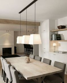 Perfect Minimalist Dining Room Table Idea - Home Decor Interior Dining Room Design, Dining Room Table, Hall Deco, Casa Loft, Minimalist Dining Room, Dining Room Lighting, Interior Design Living Room, Interior Styling, Home And Living