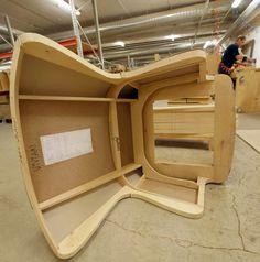 TEHDÄÄN HYVIN | HANDMADE QUALITY Työvaihe: Nojatuolin valmistus | Craft: Chair assembly Tuotantolinja: Sohvat | Production line: Sofas  #pohjanmaan #pohjanmaankaluste #käsintehty