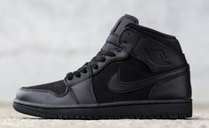 Adding to the triple black options for autumn/winter 2014, Jordan Brand has just dropped the Air Jordan 1 Mid in...