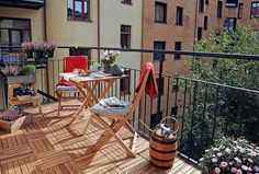 Each person looks for different things when looking at an apartment or picturing their dream home. For many of us, a great apartment should be spacious, Outdoor Tables, Outdoor Spaces, Outdoor Living, Outdoor Decor, Balcony Plants, Balcony Garden, Balcony Ideas, Condo Furniture, Outdoor Furniture