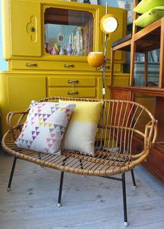 Gelber Vintage Küchenschrank