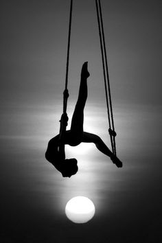 Silhouette black and white photography Black N White, Black And White Pictures, White Art, Light And Shadow, Belle Photo, Black And White Photography, Yoga, Beautiful, Photography Ideas