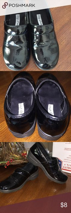 Easy street women's clogs Black womens clogs. Okay condition. Worn in areas shown in the pictures. Smoke free/pet free home. Make an offer! Easy Street Shoes Mules & Clogs