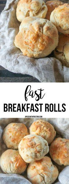 """Förra lördagen så hade vi inget extra gott att äta till frukost, på helgen vill man ju gärna passa på att äta lite gott även på morgonen. Sånt man kanske inte hinner fixa till vardags :) Så det blev smarriga frallor som jag baka till mig & barnen. Det som är bra, det är att """"extra gott"""" behöver inte automatiskt betyda att man behöver kliva upp tidigare & stå i köket hela morgonen. Inte alls! Utan dessa frukost frallor går snabbt att baka & dessa tar mellan 15-20 min att göra. Last..."""