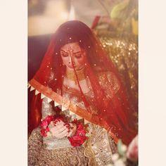 Perfect ❤  #photoart_official .  Photo credit  @coffee_cloud_photography. . . . . #dulhanwear #dulhaanddulhan #dubaifashion #dulhanmakeup… Bridal Mehndi Dresses, Pakistani Wedding Dresses, Walima Dress, Wedding Dance Video, Wedding Videos, Bridal Looks, Bridal Style, Wedding Gifts For Bride, Wedding Wear