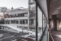 Jaromír Krejcar Machnáč 1932, Trenčianske Teplice...Abandoned building, Streamline Moderne Streamline Moderne, Bratislava, Abandoned Buildings, Prague, Modern Architecture, Statues, Art Deco, Beauty, Modernism
