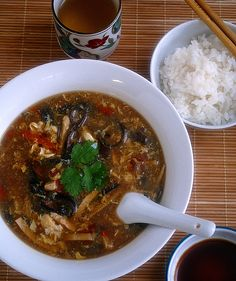 ... Hot and Sour Soup 酸辣湯 http://www.chinesefoody.com/hot-sour-soup