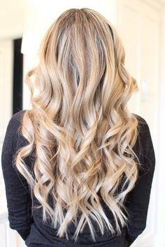 How to Curl your Hair with a Wand//curls//wet brush//curling wand//hair tutorial//curlsandcashmere. Curls For Medium Length Hair, Curled Hairstyles For Medium Hair, Wavy Curls, Curls For Long Hair, Down Hairstyles, Easy Hairstyles, Medium Curled Hair, Curl Long Hair, Grad Hairstyles