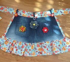 Denim & Flowers Apron 2019 Denim & Flowers Apron The post Denim & Flowers Apron 2019 appeared first on Denim Diy. Sewing Projects For Beginners, Sewing Tutorials, Sewing Crafts, Sewing Patterns, Sewing Tips, Sewing Hacks, Jean Crafts, Denim Crafts, Sewing Aprons