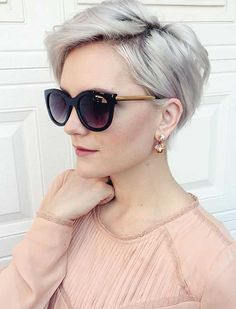 Chic Long Pixie The pixie haircut is still on trend and getting one is the perfect way to stand out from the crowd. Long pixie hairstyles are a beautiful way to wear short. Cute Pixie Haircuts, Long Pixie Hairstyles, Short Hairstyles For Women, Hairstyles Haircuts, Blonde Hairstyles, Choppy Haircuts, Haircut Short, Fashion Hairstyles, Pixie Haircut Fine Hair