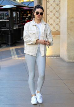 crystal-reed-showing-off-her-fit-figure-in-a-pair-of-grey-yoga-pants-shopping-in-beverly-hills-2-28-2017-1.jpg (1280×1856)