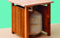 I'm a fan of double-duty solutions—especially if they involve stylish storage. This cedar side table ticks both boxes, neatly disguising a spare propane Fire Pit Table, Diy Fire Pit, Propane Tank Cover, Outdoor End Tables, Fire Pit Designs, Outdoor Fire, Backyard Patio, Outdoor Storage, Diy Design