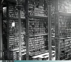 Iconic Historical Photographs From United States. A man taking a book off the shelf in Cincinnati, Ohio, main library in Photo by: Public Library of Cincinnati and Hamilton County. Photos Du, Old Photos, Rare Photos, Vintage Photos, Rare Pictures, Vintage Photographs, Cincinnati Library, Cincinnati Usa, Detroit Library