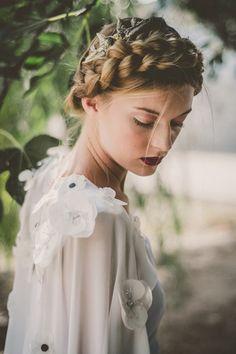 Peinados perfectos para novias de otoño - Style Lovely #Peinados_De_Boda, #Peinados_De_Novia, #Tendencias_Novia