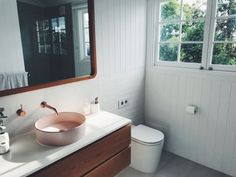 Gorgeous white bathroom with pink and rose gold sink and tap features. Bright open bathroom with white paneling and window with greenery to complement. Bathroom Vanity Sizes, Open Bathroom, Bathroom Layout, Bathroom Interior Design, Interior S, White Bathrooms, Luxury Bathrooms, Master Bathrooms, Dream Bathrooms