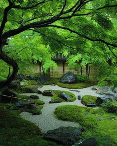 Wow! This garden is so zen and so beautiful. I love Japanese landscaping.