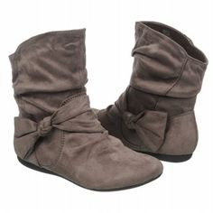 Cute boots for tweens. - busymakingotherplans.wordpress.com
