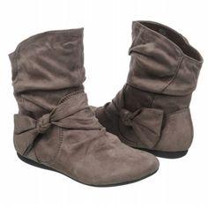 Cute boots for tweens. - busymakingotherplans.wordpress.com