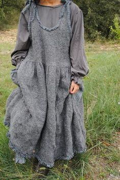 Simple linen dresses in drapey styles look good on almost everybody! Plus sized boho style, boho looks, vintage inspired boho plus Mode Hippie, Mode Boho, Boho Outfits, Fashion Outfits, Womens Fashion, Ropa Shabby Chic, Kinds Of Clothes, New Shape, Mori Girl