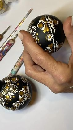 Dot Painting Tools, Dot Art Painting, Stone Painting, Painted Christmas Ornaments, Diy Christmas Gifts, Christmas Decorations, Xmas, Mandala Art Lesson, Mandala Drawing