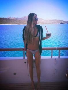 """dob 1964. Are green drinks the secret to 50-year-old Elle Macpherson's stunning figure? The former model showed off her bikini body in this photo she posted to Twitter on July 15, 2015. """"Super greens... After super swim,"""" she wrote."""