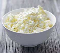 This recipe comes from the heart of Southern Amish country. It is a simple but delicious cheese that complements any menu. This recipe starts with fresh raw buttermilk (left over from making butter… Buttermilk Cheese Recipe, Cheese Recipes, Raw Food Recipes, Vegan Food, Foods For Migraines, Cheese Cultures, Dieta Detox, Sprout Recipes, Homemade Cheese