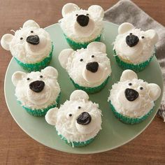 Pole-R Bear Cupcakes Turn your cupcakes into cute polar bears with a little help from marshmallows, flaked coconut and candy eyeballs.Turn your cupcakes into cute polar bears with a little help from marshmallows, flaked coconut and candy eyeballs. Mini Desserts, Christmas Desserts, Christmas Baking, Christmas Treats, Christmas Cookies, Christmas Cupcakes Decoration, Disney Desserts, Winter Desserts, Diy Christmas
