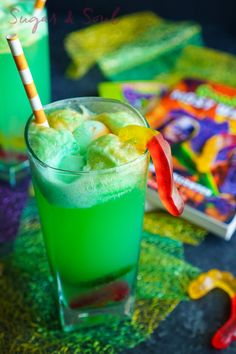 This Goosebumps Halloween Punch is an easy drink made with just 4 ingredients! It's the perfect addition to Halloween parties too! Sugar and Soul Halloween Punch For Kids, Halloween Drinks Kids, Halloween Cocktails, Halloween Treats, Halloween Parties, Halloween 2019, Kid Parties, Creepy Halloween, Fall Treats