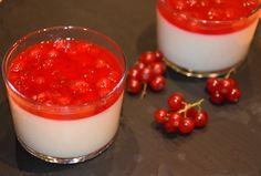 Panna Cotta con salsa de grosellas
