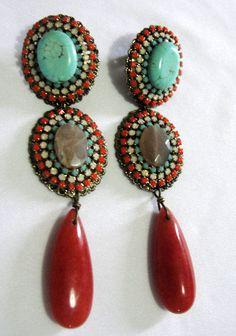 Brincos de luxo com pedras coloridas R$109.90