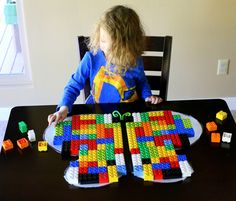 Les Vlinders A fun and simple lesson on symmetry using LEGOs and a sticky-winged butterfly from Fun at Home with Kids Symmetry Activities, Preschool Science Activities, Kindergarten Learning, Home Learning, Lego Projects, Craft Projects For Kids, Math Workshop, Math For Kids