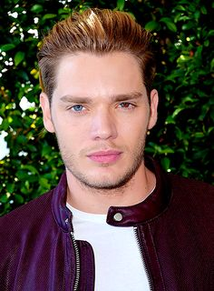 Dominic Sherwood attends Teen Choice Awards 2016 at The Forum on July 2016 in Inglewood, California. Dominic Sherwood Shadowhunters, Shadowhunters Series, Clary Et Jace, Jace Lightwood, Jamie Campbell Bower, Matthew Daddario, Clace, Hot Actors, Shadow Hunters