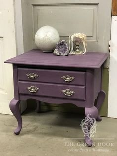 Cute side table painted in Annie Sloan's Rodmell Chalk Paint®️ sealed with Annie Sloan Clear Wax. Furniture Makeover, Diy Furniture, Diy Workshop, Annie Sloan Chalk Paint, How To Make Wreaths, Shades Of Purple, Painted Furniture, Design Inspiration, Guest Room