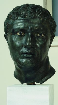 Portrait of a Man, End of second–beginning of first century BCE, bronze, glass paste, black stone, 32.5 x 22 x 22 cm. Athens, National Archaeological Museum.