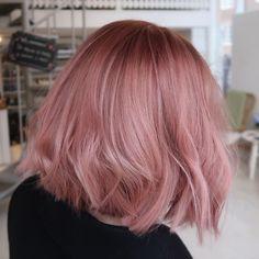 Pink Short Hair, Pink Blonde Hair, Pastel Pink Hair, Peach Hair, Blonde With Pink, Strawberry Blonde Hair, Hair Color Pink, Hair Dye Colors, Cool Hair Color