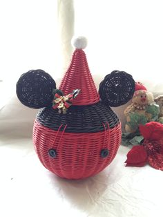 Mickey santa Rattan Basket, Wicker, Baskets, Paper Weaving, Christmas Ornaments, Holiday Decor, Diy, Home Decor, Creative Gift Baskets