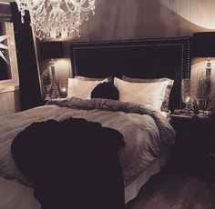 The latest luxurious trends for your home decoration. Discover more luxurious interior design details at luxxu.net Black Bedroom Decor, Bedroom Themes, Teen Bedroom, Bedroom Inspo, Home Decor Bedroom, Bedroom Ideas, Master Bedroom, Bedroom Furniture Design, Modern Bedroom Design