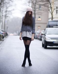 How to wear over-the-knee socks. Come scegliere le parigine! Adrette Outfits, Preppy Outfits, Fall Outfits, Fashion Outfits, Womens Fashion, Europe Outfits, College Girl Outfits, Geek Chic, Autumn Winter Fashion