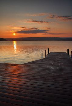 ✮ Sun rises over the bluff and Keuka Lake in Upstate, New York