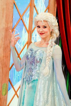 Love this Movie!!! So excites to go to Disney World this Summer!!!!!! And so excited to see Elsa and Anna♥