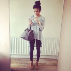 Love the oversized bag! :: Leggings and a long top