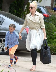 09739a0423b  GwenStefani and her family were spotted visiting her mother and father for  Easter Sunday Gwen
