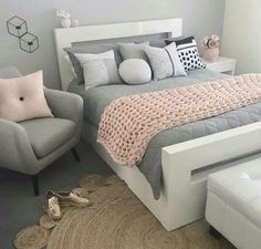 21 Stunning Grey and Silver Bedroom Ideas. Grey and Silver Bedroom Ideas Is it about time you redecorated your bedroom? How about taking some inspiration from these beautiful grey and silver bedroom ideas? Bedroom Ideas For Teen Girls Small, Teenage Bedrooms, Girly Girls, Room Decor Teenage Girl, Adult Bedroom Ideas, Room Decor For Girls, Cool Rooms For Teenagers, Small Teen Room, Vintage Teen Bedrooms